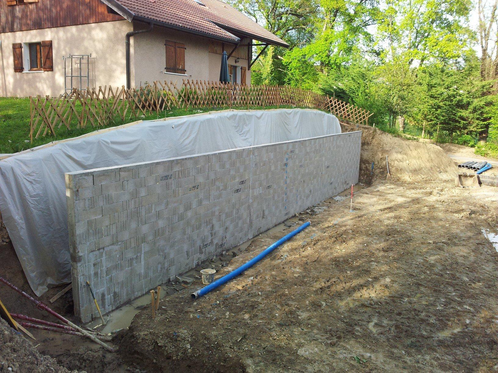Mur de sout nement futurmaison for Murs de jardin en beton